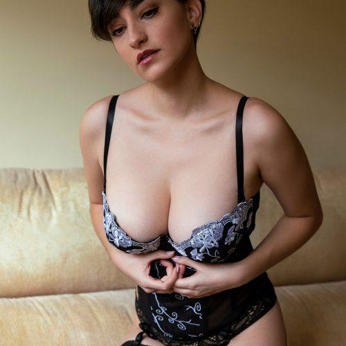 Esther_Olive_Erotic_Model__0023